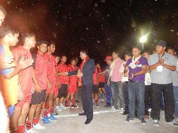 तमु खेलकुद समिती कतारले आयोजना गरेको खुल्ला भलिवल प्रतियोगिता २०१४ लाई उद्घाटन गर्दै। तस्विर :घनश्याम पराजुली (कृष्ण)
